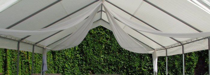 Pavillon mit Seitenteilen
